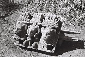 Abb 1: Dreikopf nach Auffindung in Musawwarat es-Sufra